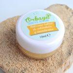 Cuida una de las pieles más finas de tu cuerpo con nuestra propuesta a base de manteca de cacao, macerado de caléndula en aceite de almendras.